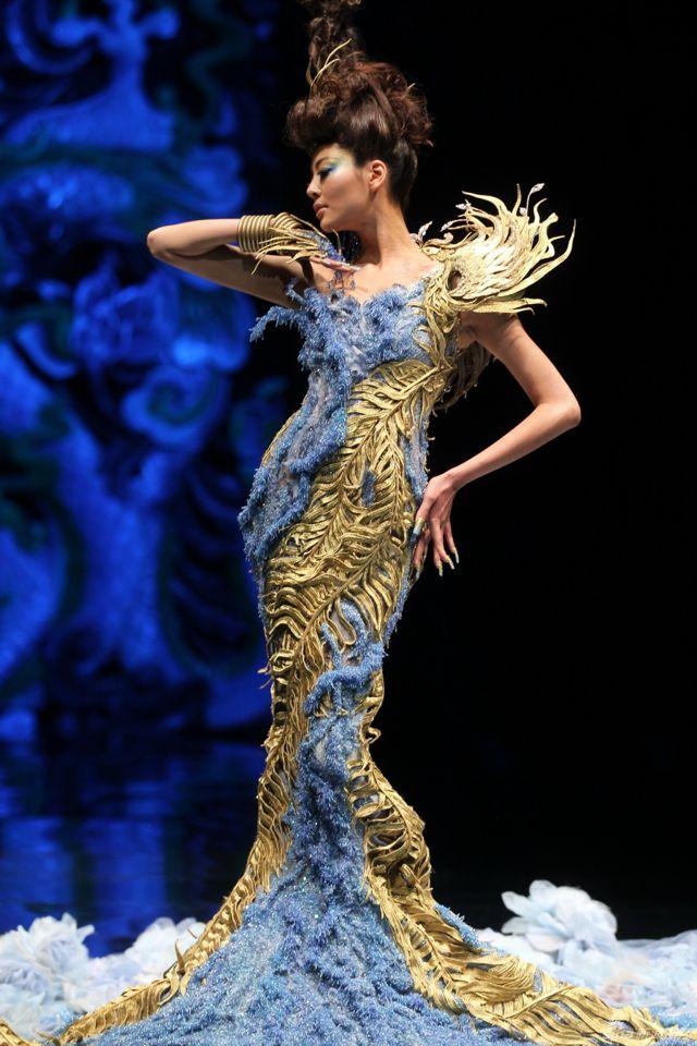 Avant garde fashion show 53